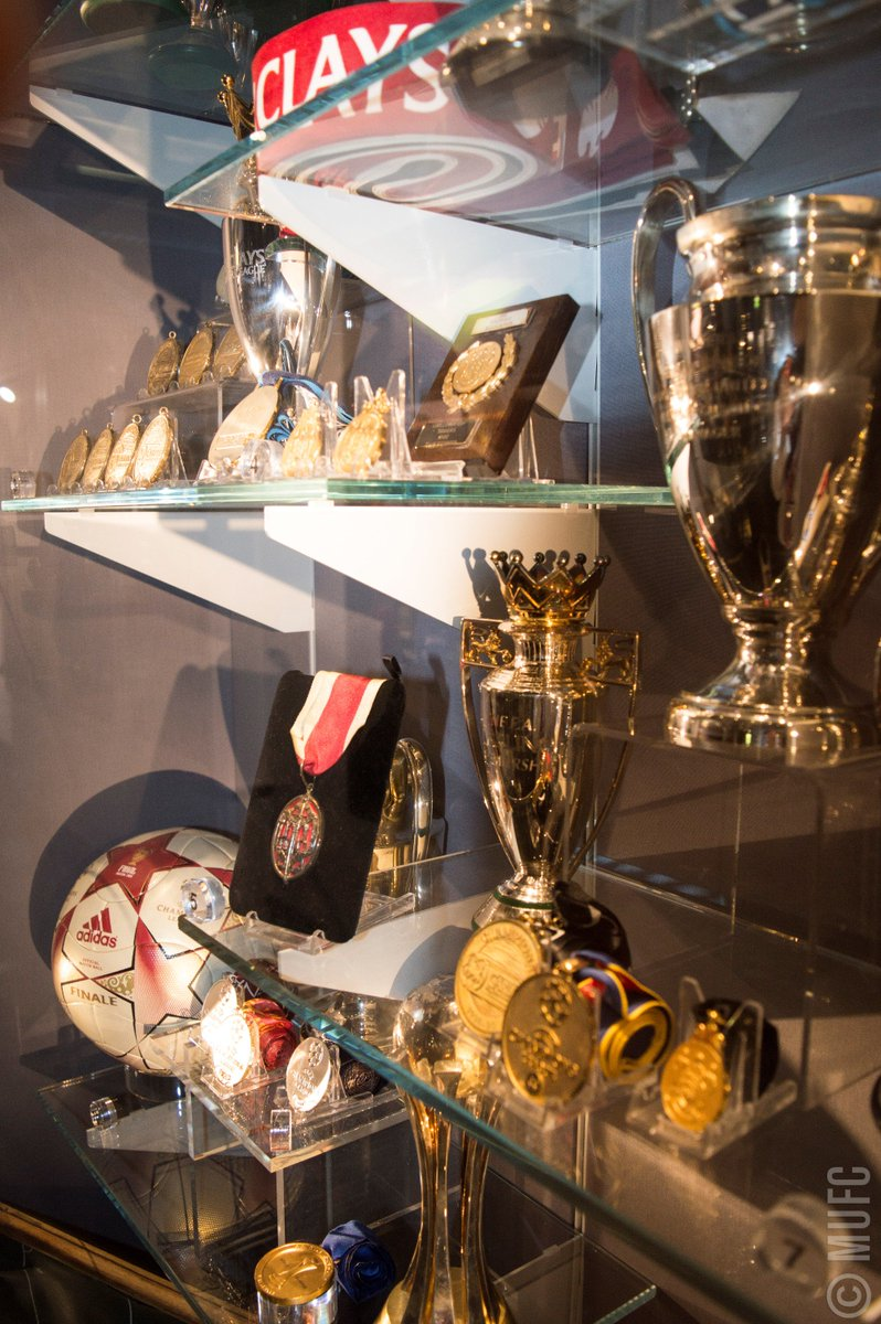 Man United In Pidgin On Twitter O Boi See As Our Cabinet Full With Trophies MUFC If U Go Arsenal Now Na So Cobweb Dey