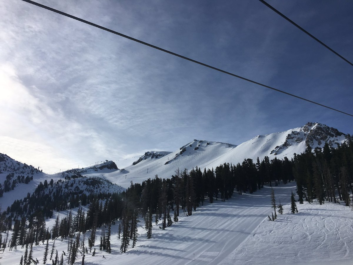 Just another amazing day of skiing @MammothMountain. I love my weekend office. #mammothstories https://t.co/CSJOAuZvRJ