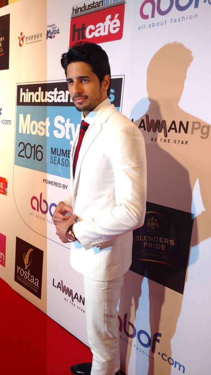 Sidharth Malhotra at HT Most Stylist Awards 2016 image, Sidharth Malhotra latest images