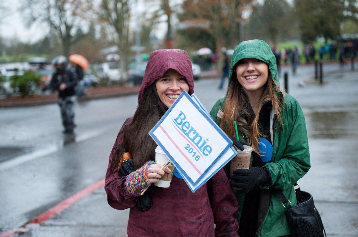 Hundreds line up in the rain Sunday morning to hear Bernie Sanders in Vancouver. https://t.co/c0i0y2KMh4 https://t.co/Tr1VUjTg0o