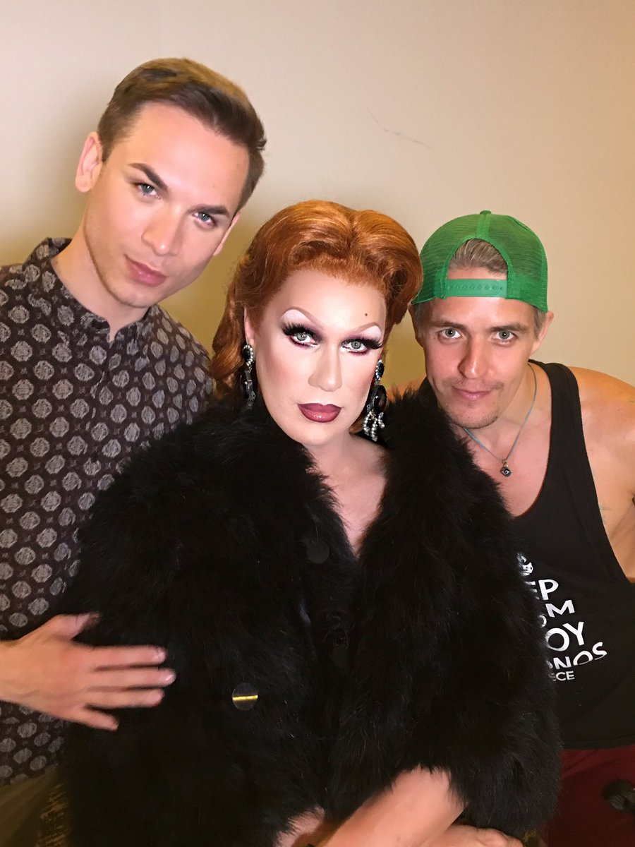 #PaintedByFame @MissFameNYC 1940s red sultry Hollywood glamour, sold-out fabulous event today. Make up artistry