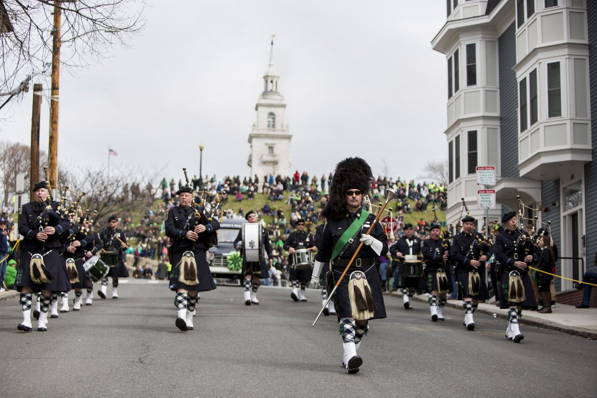 The @BPDPipesDrums looked amazing today coming down from #Dorchester Heights in the St. Patricks Day Parade #Boston https://t.co/oFpy9F40xu