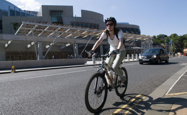 Data suggests net benefit of 67p to society for every mile cycled rather than driven. More: https://t.co/Gv8zN4mNmX https://t.co/HNoOPYw8EQ