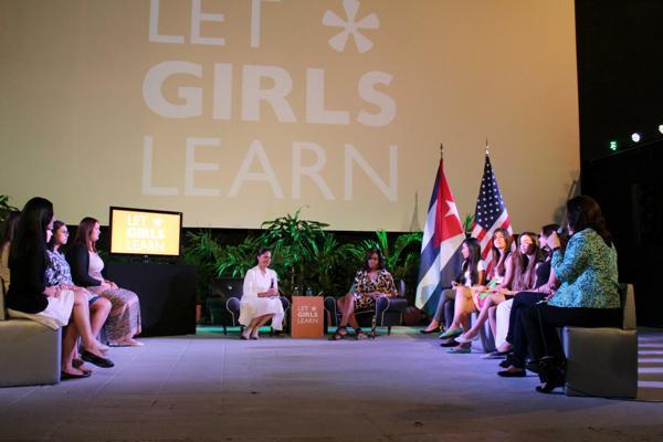 Cuba: Michelle Obama entame un dialogue sur l'éducation avec les jeunes cubains