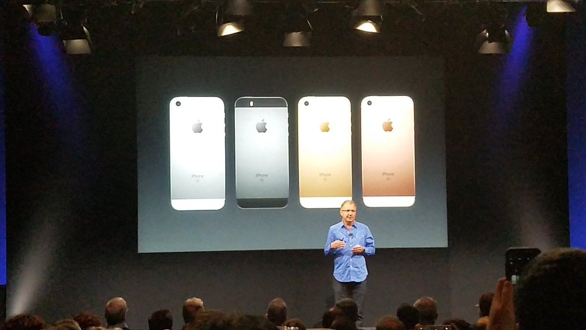 Don't blink! The new iPhone SE looks a lot like the iPhone 5 with iPhone 6s insides. #AppleEvent https://t.co/VTCorFYCH8