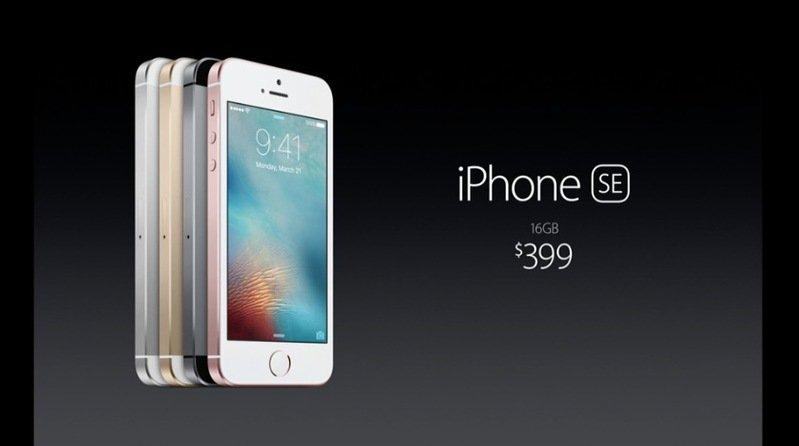 ราคา iPhone SE  16GB - $399(ประมาณ 14,000 บาท) 64GB - $499(ประมาณ 17,411 บาท) (ราคาต่างประเทศนะครับ) #AppleEventTH https://t.co/37nyXkTCIB