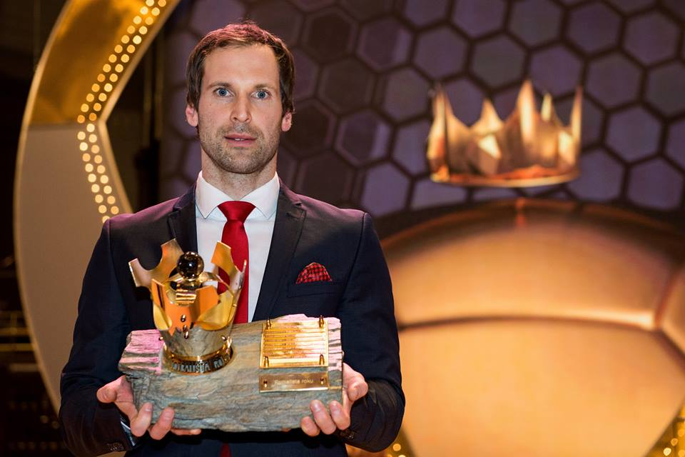 Arsenals Petr Cech wins the Czech 2015 Footballer of the Year Award, reacts on social media