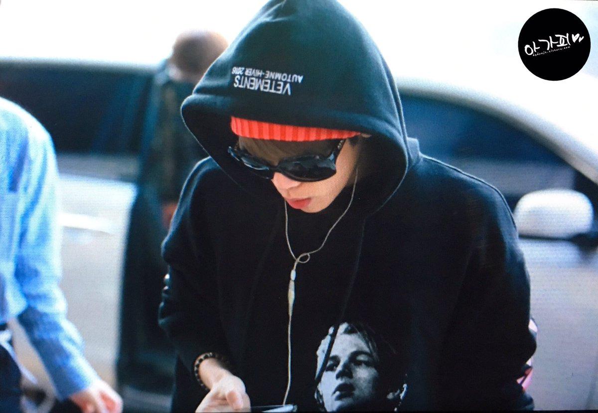 160322 Jonghyun @ Aeropuerto Gimpo {Rumbo a Japón} CeG_BwVUkAErRv-