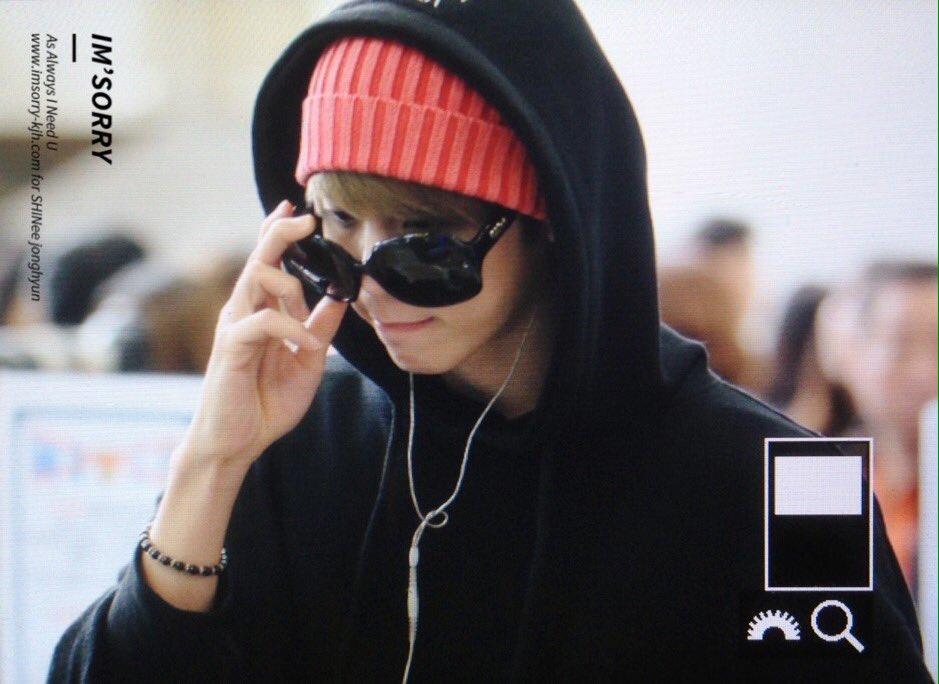 160322 Jonghyun @ Aeropuerto Gimpo {Rumbo a Japón} CeHDdDJUYAA1_l_