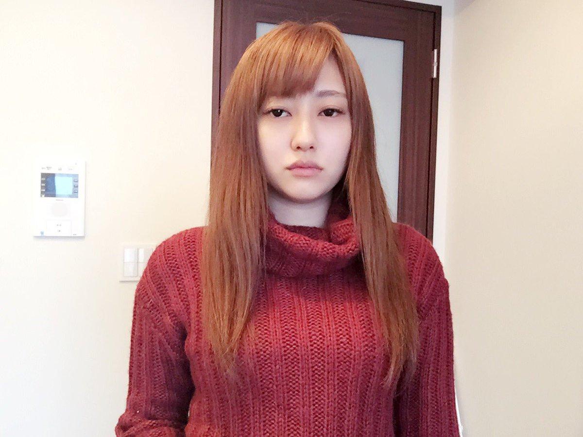 ブロンドヘアーの菊地亜美さん