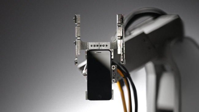 Liam Robot Spazzino Apple iPhone Foto Video YouTube