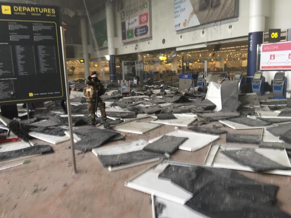 Menaces Terroristes et attaques en Belgique CeIrw7pUkAAEnne