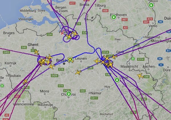 Airplanes can't land in #brussels all traffic is diverted https://t.co/Tkk5siu6XH
