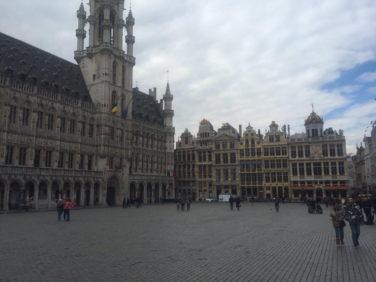 Брюссель оцеплен. Откуда слухи про несколько взрывов в метро https://pbs.twimg.com/media/CeJ0tbKW4AAZnok.jpg