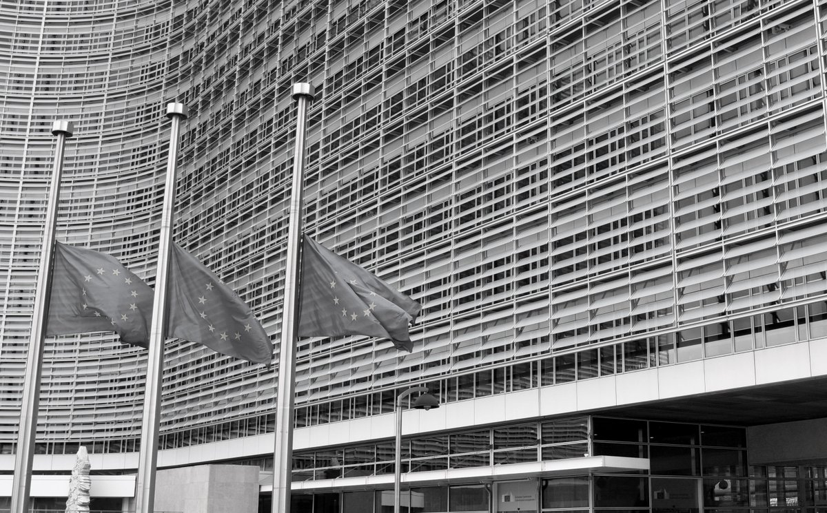 #Brussels: EU flags at half mast in front of the @EU_Commission. #BrusselsAttacks https://t.co/WuNmLSRI7A