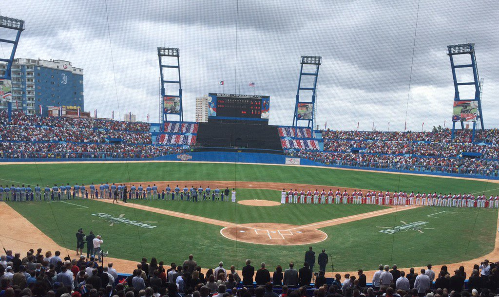 Both teams on the field for lineups #MLBinCuba #RaysInCuba https://t.co/8HYSlv0bmB