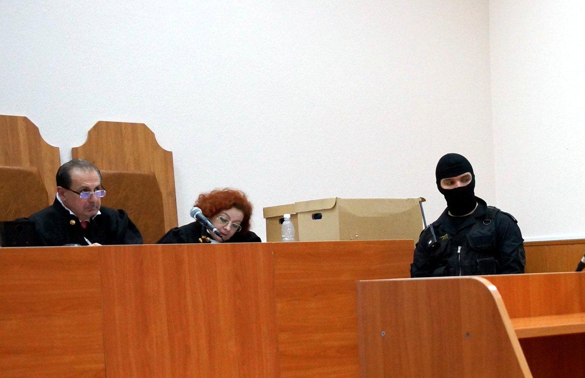 Як виглядають судді, які засудили Савченко - фото 1