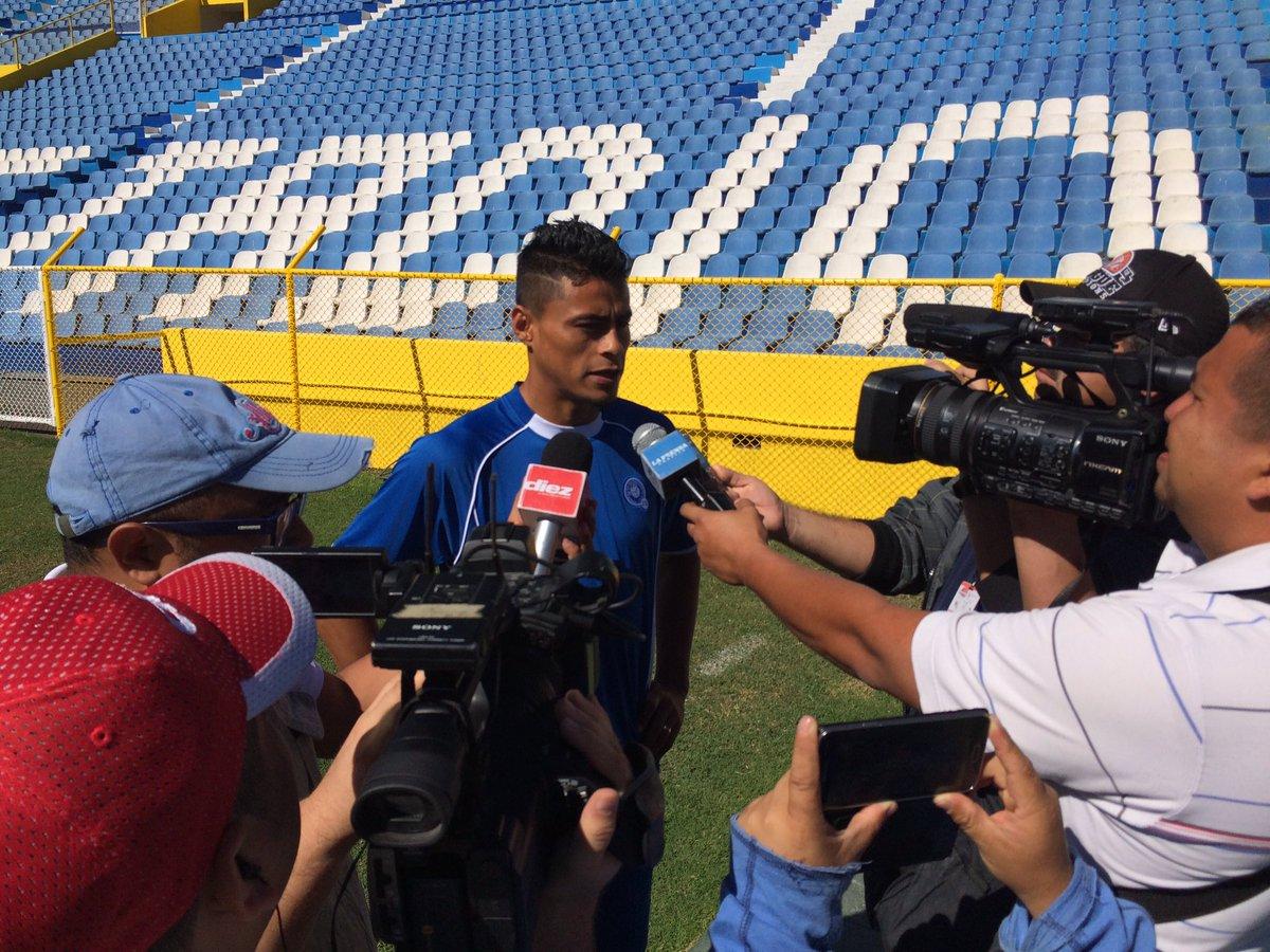 Rusia 2018: La seleccion se prerapara para el juego contra Honduras en San Salvador. CeKh6ySUsAET2Yu