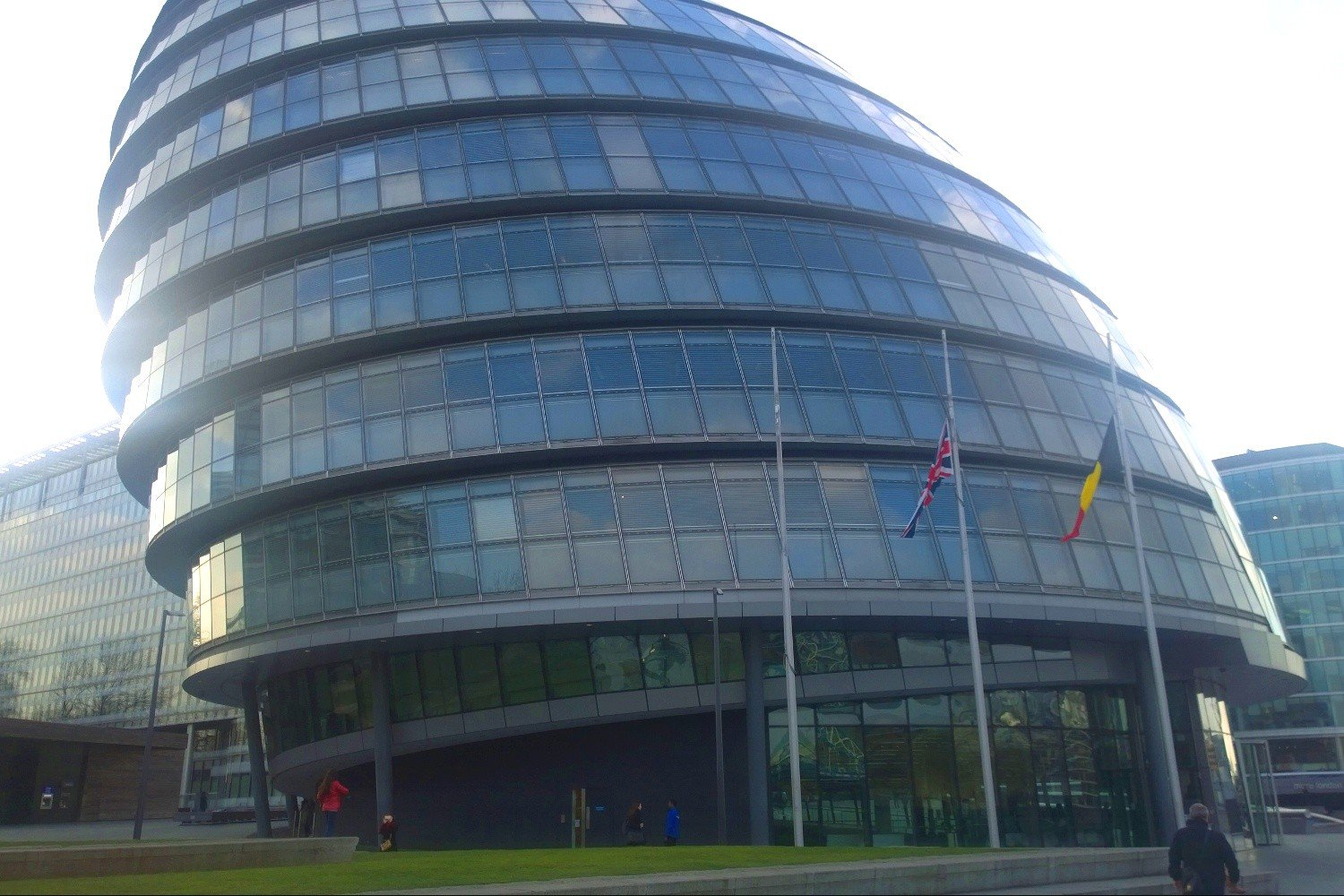 We are flying the Belgian flag outside City Hall today to demonstrate London's solidarity with Brussels https://t.co/9yrXB84yKi