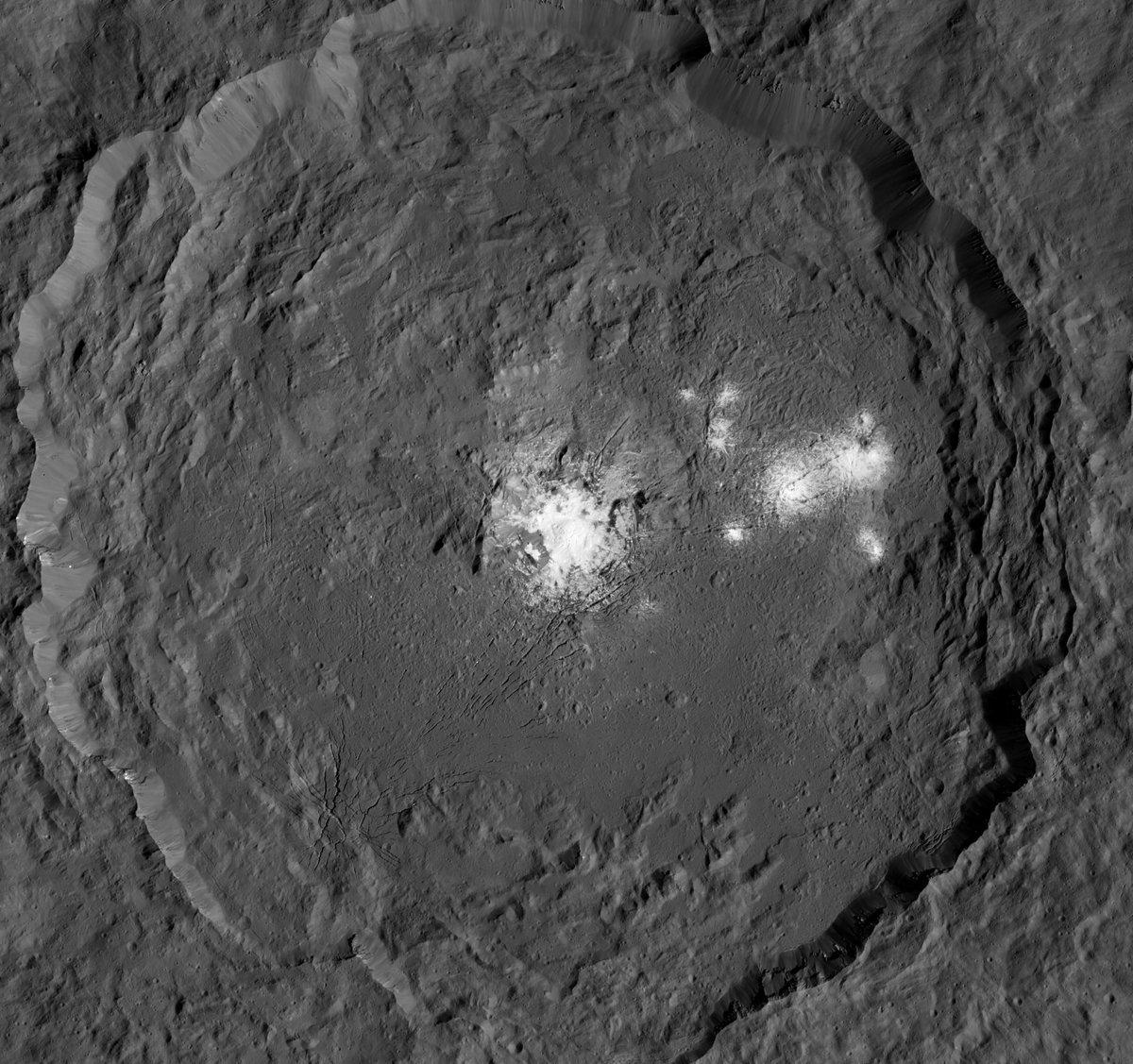 At long last, I bring you close-ups of #Ceres' bright spots https://t.co/Z1bXEQrxM1 https://t.co/oL7kzlwmrm