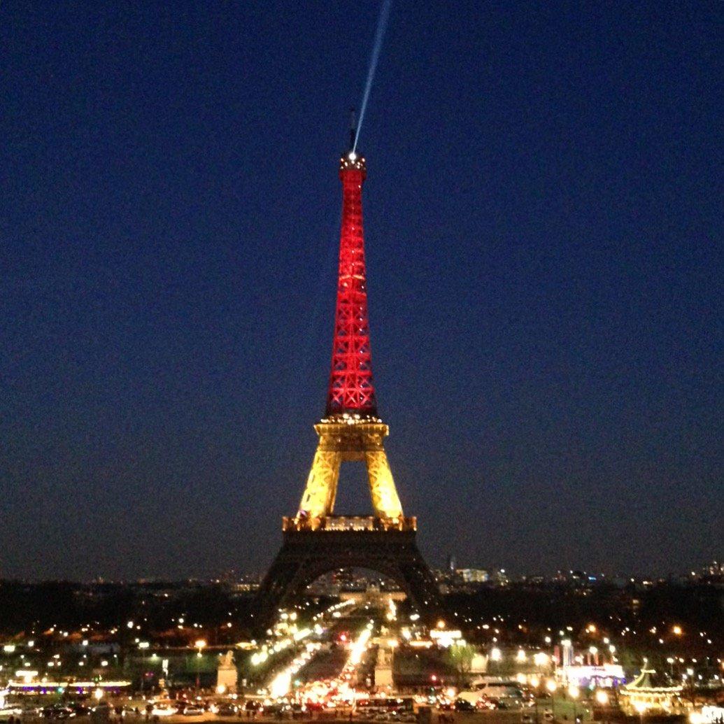 Le petit journal on twitter la tour eiffel aux couleurs - Couleur de la tour eiffel ...