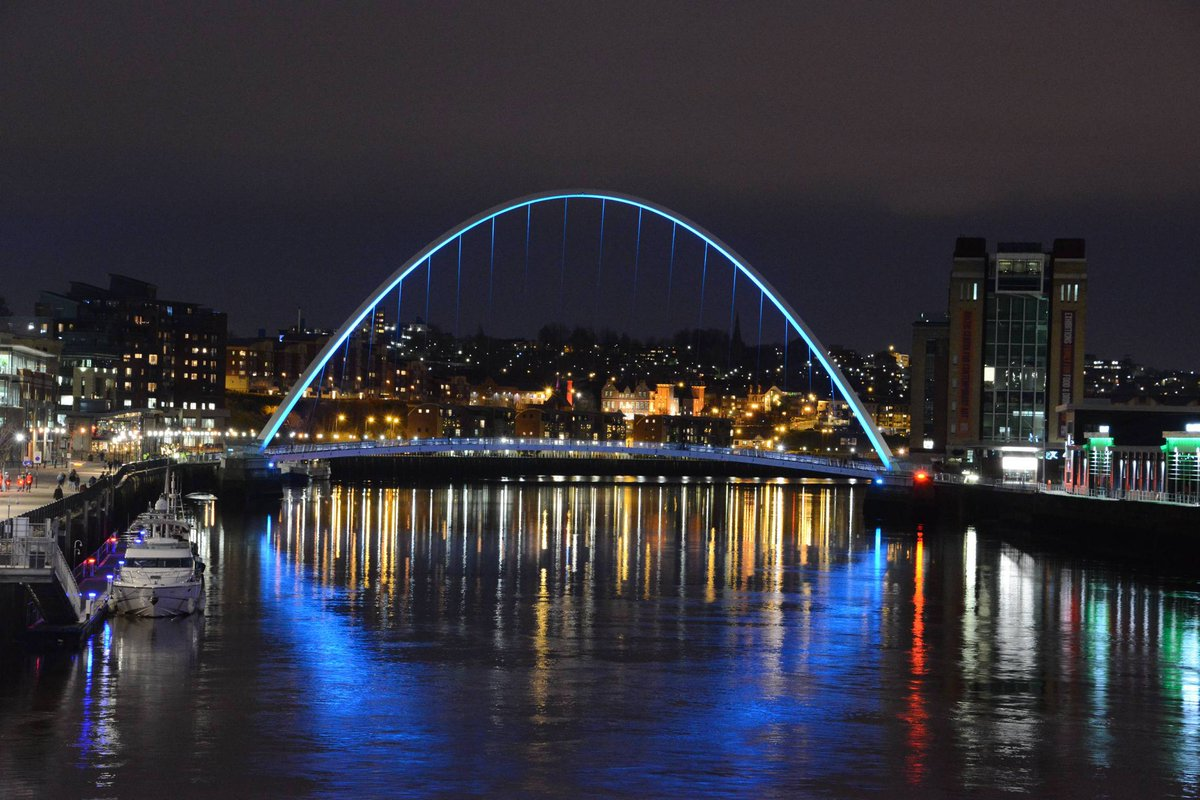 Why not snap a selfie with the beautiful blue Gateshead Millennium Bridge tonight...and post using #Blue4Water ! https://t.co/S1uAslZXoL