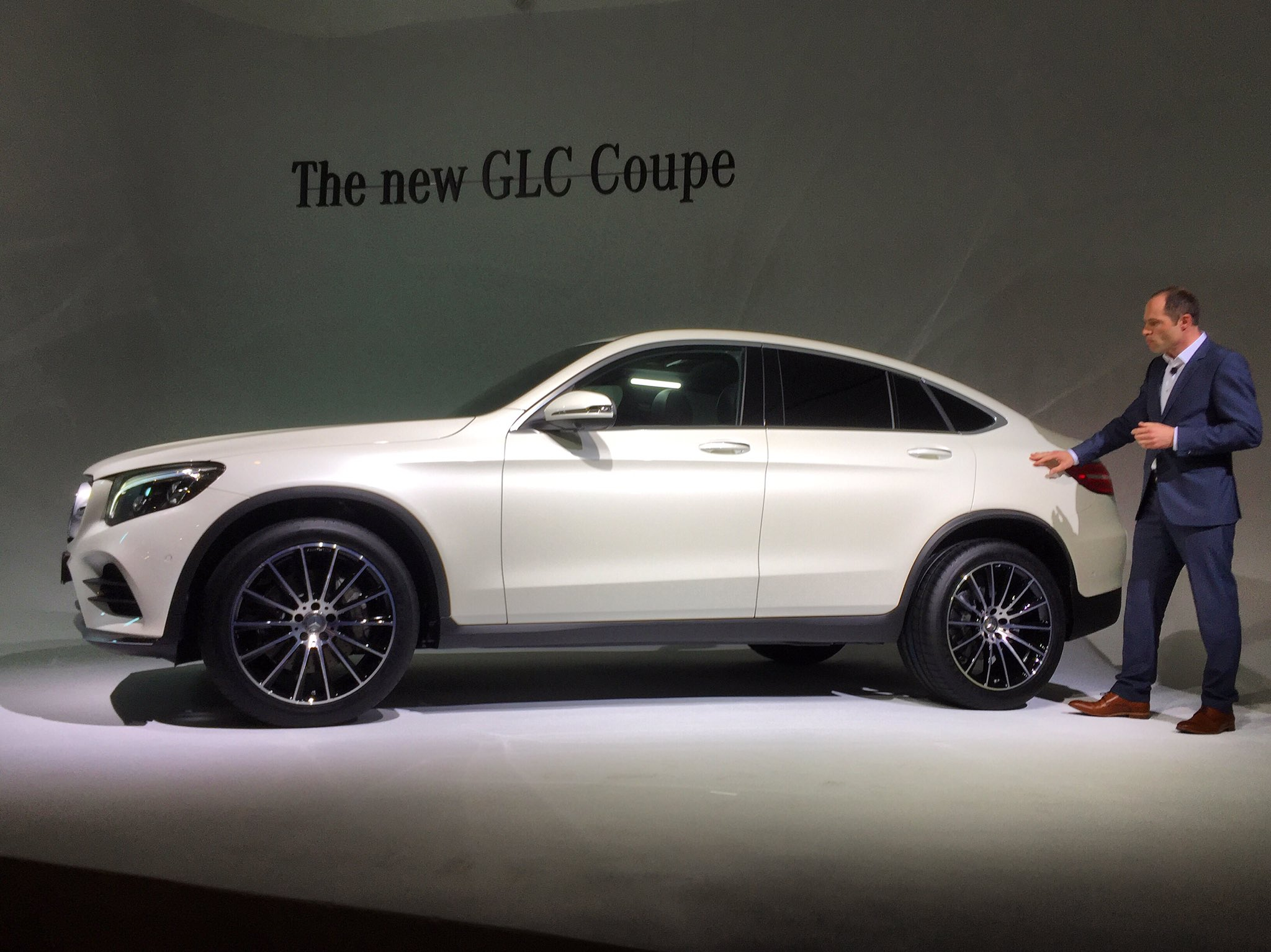 unveiled 2017 mercedes benz glc coupe. Black Bedroom Furniture Sets. Home Design Ideas