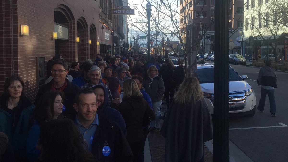 Down 2 streets still backed up 5 blocks! ID Democrats! Insane! #IdahoCaucus #IdahoForBernie https://t.co/CjrgJOCpMe