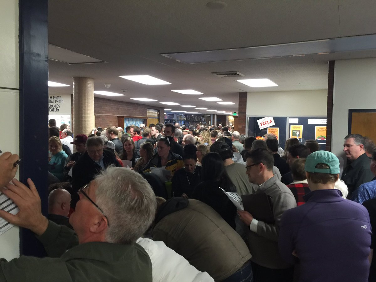 indoor traffic jam at Salt Lake City GOP #UtahCaucus site https://t.co/KPvR5xy422