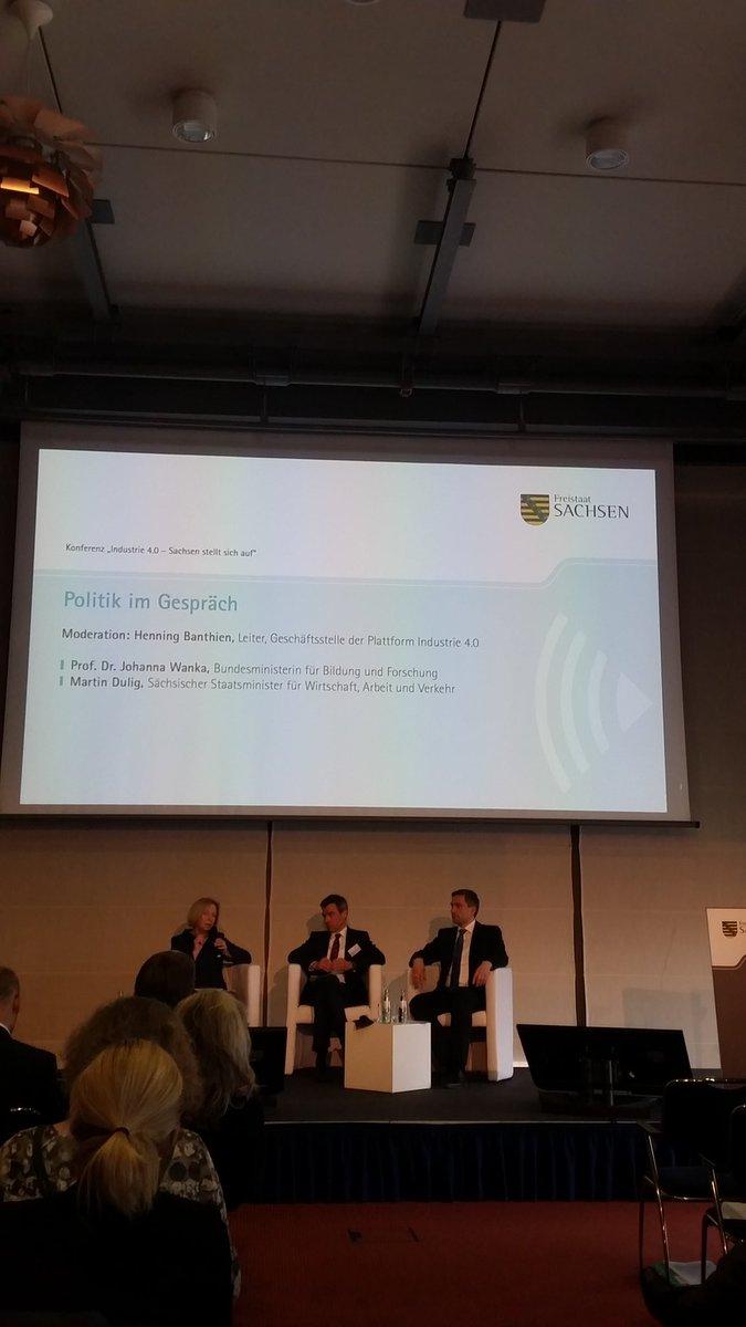 #Industrie40 digitale Strategie Sachsen @martindulig spricht vom notwendigem Breitbandausbau. #Digitalisierung https://t.co/XDlknxNDIs