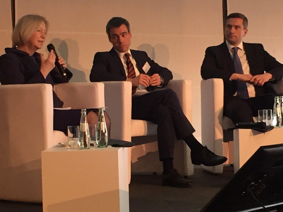 In Sachsen Top-Debatte zu #Industrie40 u.a. mit Tillich, Kagermann, Neugebauer, Ploss, Wanka sowie Dulig @ifok_de https://t.co/lTjSShW30V