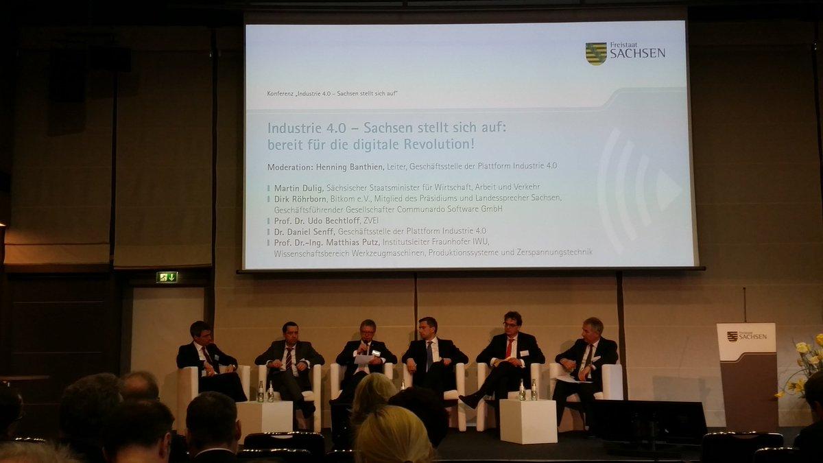 #Industrie40 Sachsen @DirkRoehrborn fehlende Fachkräfte, Geschäftsmodelle, Netzausbau @martindulig #Digitalisierung https://t.co/EuBkf2oDCM