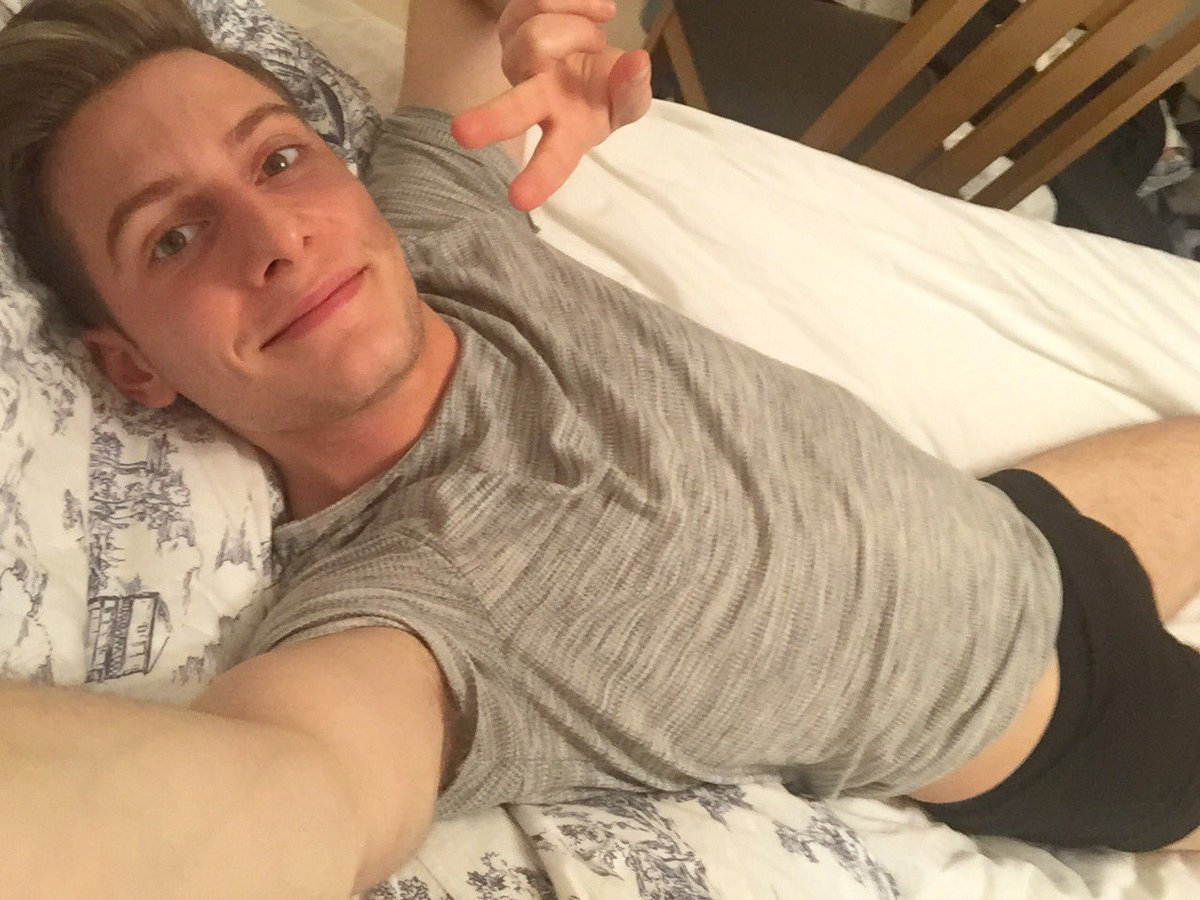 Hey @TheSun, I'm losing my innocence like @Zoella! Or just being a human in a bed wearing clothes? #westandwithzoe https://t.co/4wqGmnuVzd