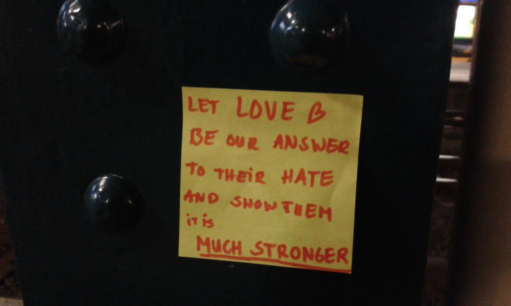 Dit is op een zuil geplakt op station 's hertogenbosch #nietmeerwoordennodig https://t.co/sonheNwMb4