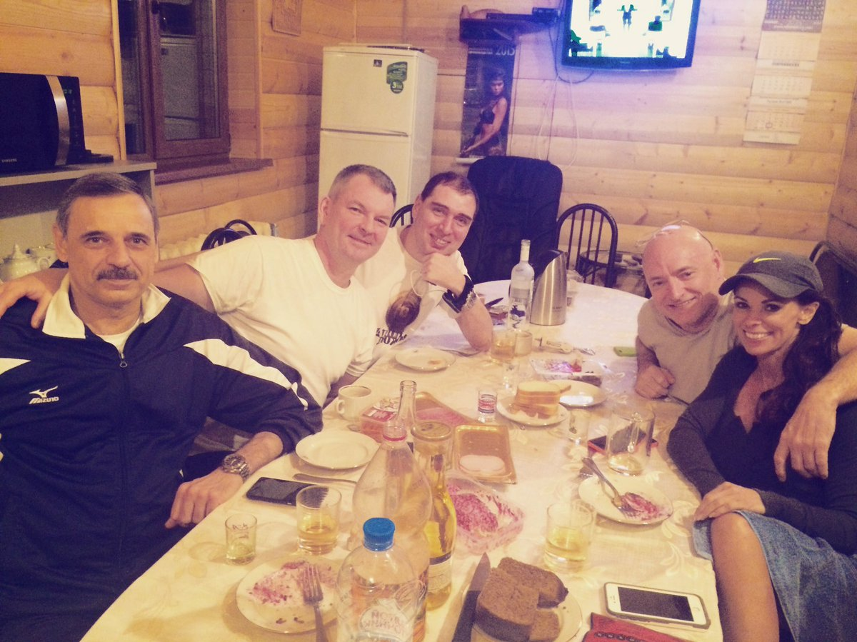 Great eve w friends at Star City banya! Happy reunion 4 @StationCDRKelly Misha & @Volkov_ISS after returning 2 Earth https://t.co/NLLKXEeKDp