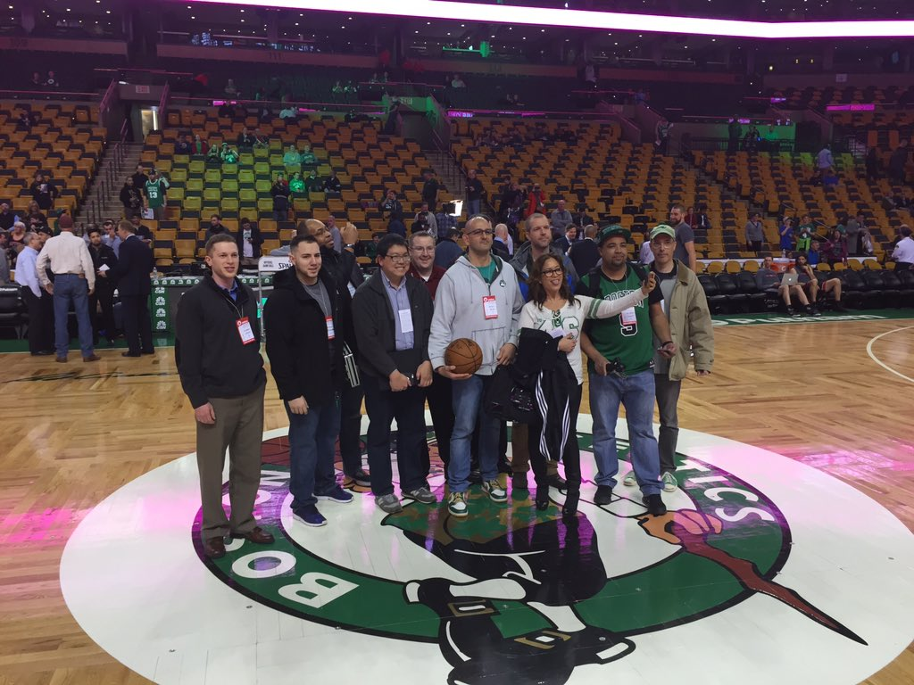 Center court with @stevegarfield @booredatwork @BWOneDotCom @NBucketTV @XFINITYSports and @fangsbites #XfinityNight https://t.co/tipH426LIT