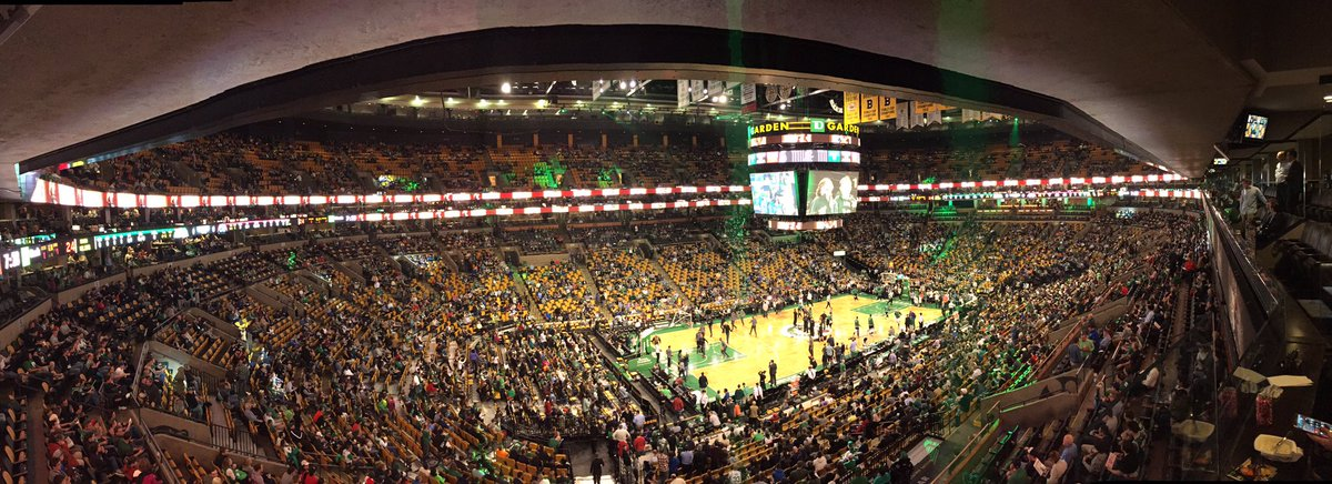 Thanks to @CSNNE and @XFINITY for bringing me to tonight's @celtics game at #TDGarden https://t.co/YLPvJtFSgj