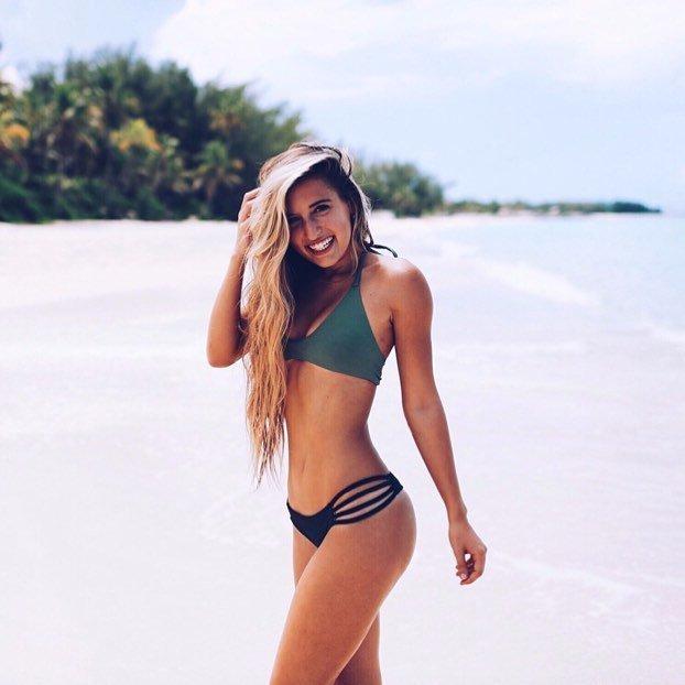Bikini model midori