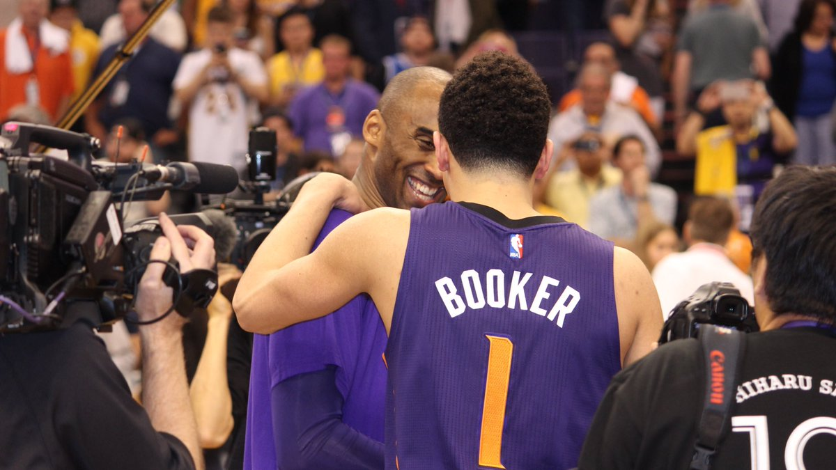 Game Recognizes Game. #SunsVsLakers #SunsVsKobe https://t.co/H7rBBv4ZEW