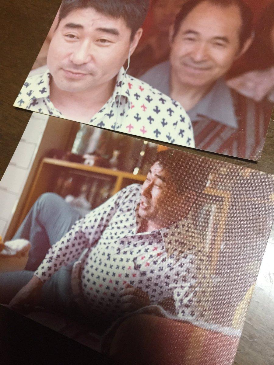 武蔵境に住んでた頃、両親がやっていた店にラジオの取材で毒蝮さんが来て、うちでくつろいでるときの写真が出てきて見せてくれた。もうすぐゆうゆうワイド終わっちゃうんだなぁ…。まむしさんの後ろにいるのは母方のお爺ちゃん。 https://t.co/3z4xuXxKKE