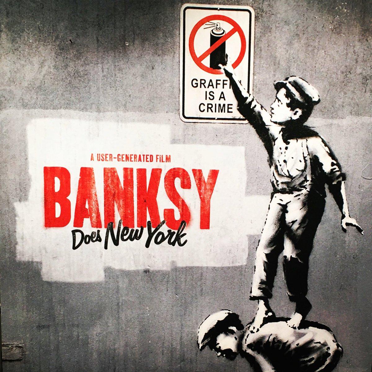 『バンクシー・ダズ・ニューヨーク』面白かった!いつか、これまでバンクシーに熱狂したやつら全員どん引きさせる事をしでかして欲しいぜ。超好きだけどそこにも期待しちゃう。#バンクシーフラゲ https://t.co/ASqYosWW1q