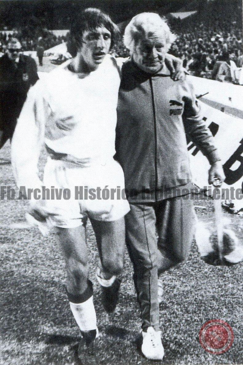Adiós a Johan Cruyff, y su (breve) paso por la cancha de Independiente