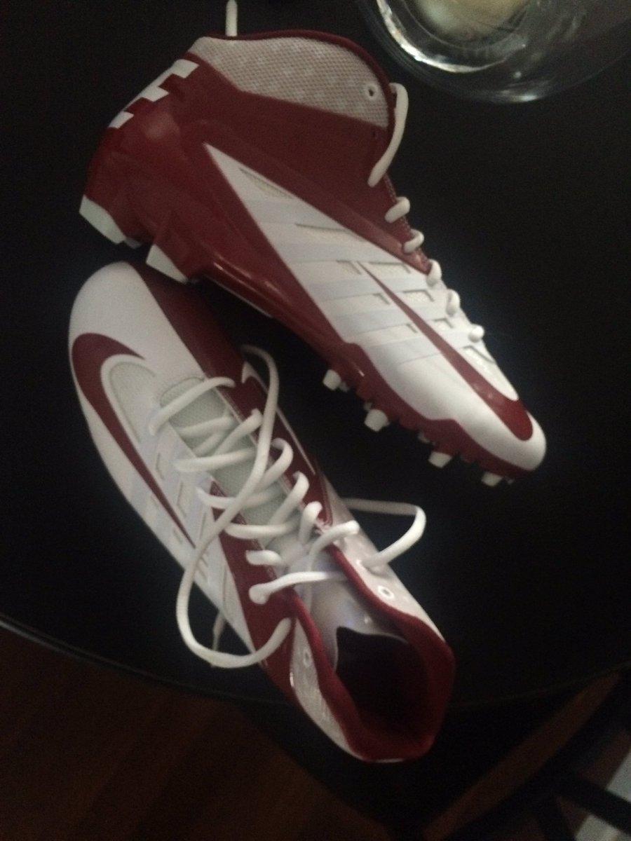 Got dem new cleats @219Fitness #Team219 #219Softball @Bones3434 @eplonz @kb1413 #WolfPack #RedAndBlack