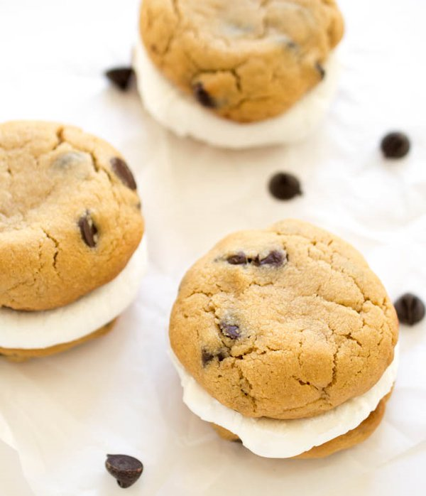 Peanut Butter S'mores Sandwich Cookies. https://t.co/yi4BSdijGd