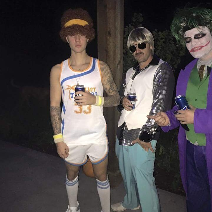 #TBT Halloween party at #TheRanch me   @JeremyBieber  @justinbieber https://t.co/G92zYLHx7d