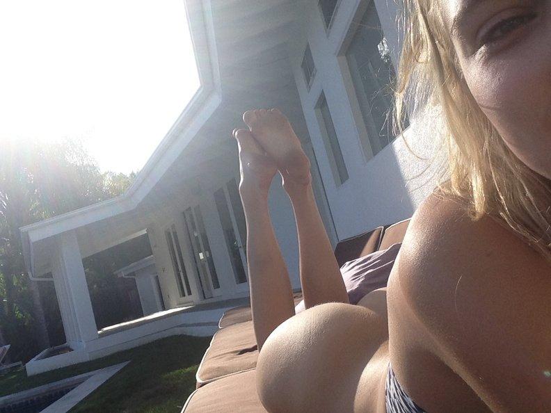 Allegra Carpenter Nude Selfie