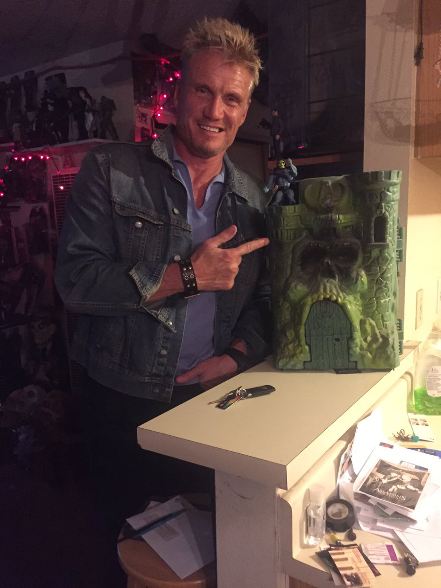 I reunited Dolph with Castle Grayskull. My work for the day is done. #Dolphlundgren #Dontkillit https://t.co/0tnxTVp466