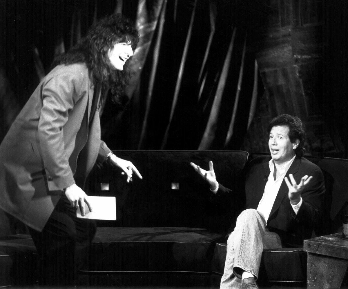 The world has lost a comedy giant. An all time great. Hey Now Garry Shandling https://t.co/vXaQW9wM6B