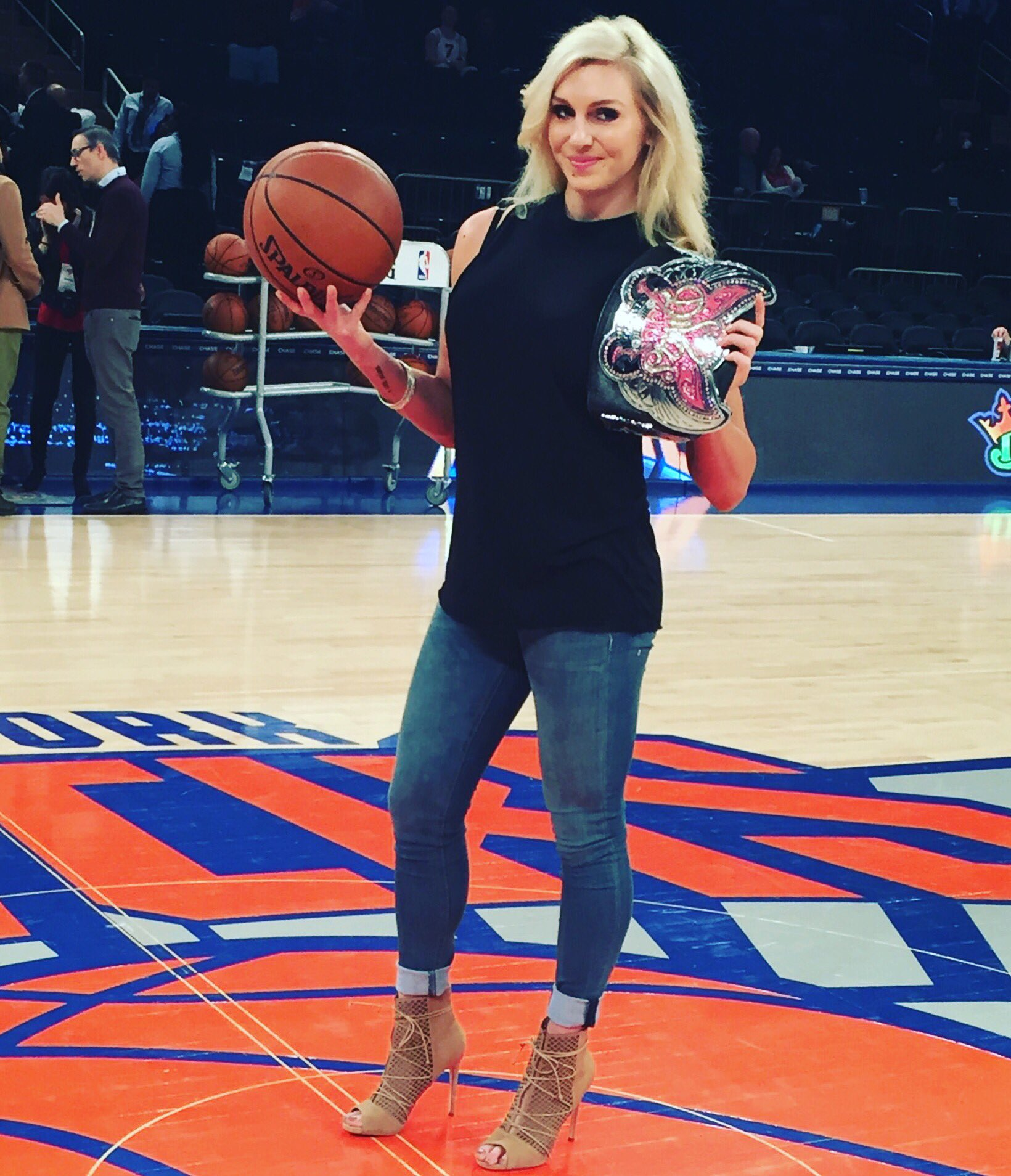charlotte flair on twitter just showing off my divaschampionship during nyknicks warm ups. Black Bedroom Furniture Sets. Home Design Ideas