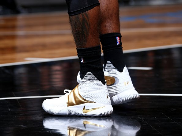 hot sale online bb212 12043 Nike Kyrie Brooklyn : KyrieIrving laced white gold Nike ...